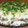 Салат слоеный с курицей и грибами