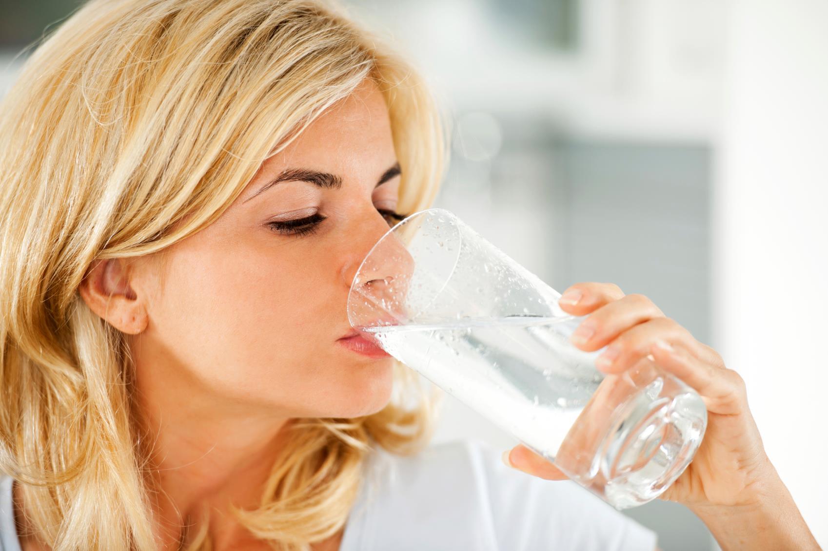 Почему нужно пить воду натощак
